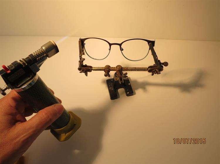 הלחמות משקפיים טיטניום